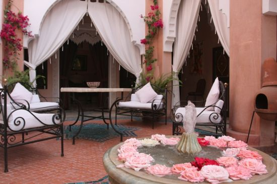 Pretty Moroccan patio design with cool furnishing