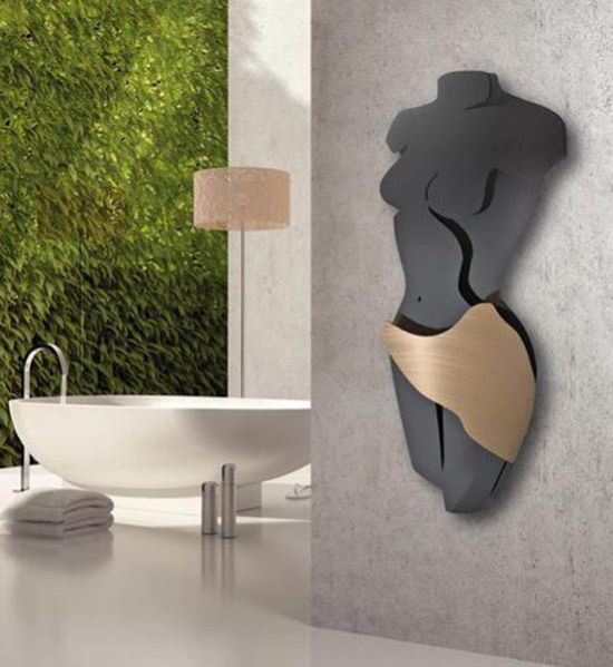 15 unique bathroom wall decor ideas ultimate home ideas for Unusual decorative accessories