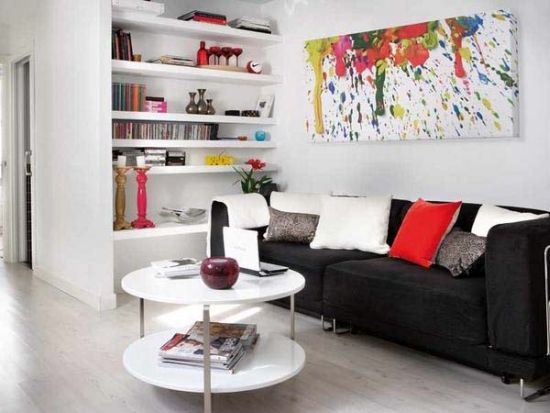 Marvelous small apartment with a big colorful painting