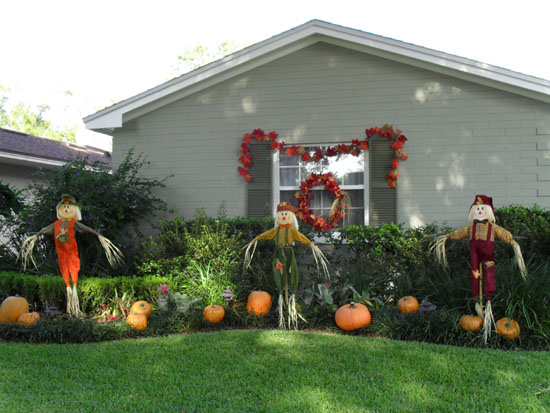 Scarecrow Themed Halloween Yard Decor
