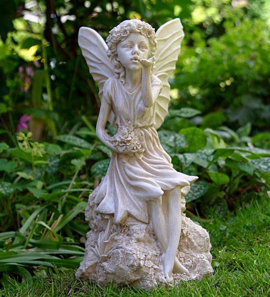 Garden Statue Fairy: 50 Stunning Garden Statue Ideas