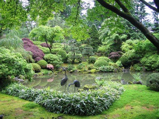 Stsatuette For Outdoor Ponds: 50 Stunning Garden Statue Ideas