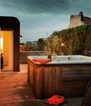 Roof Terrace Design With Bathtub
