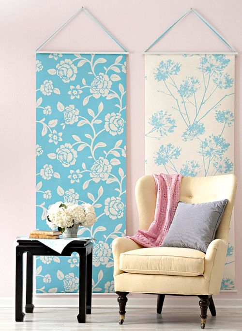 Blue and white floral wallpaper design