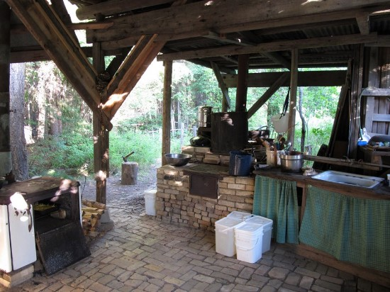 Incroyable Rustic Outdoor L Shaped Kitchen. Outdoor Kitchen Ideas