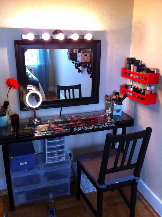Makeup vanity ideas for small bedrooms makeup vidalondon for Bedroom vanity ideas