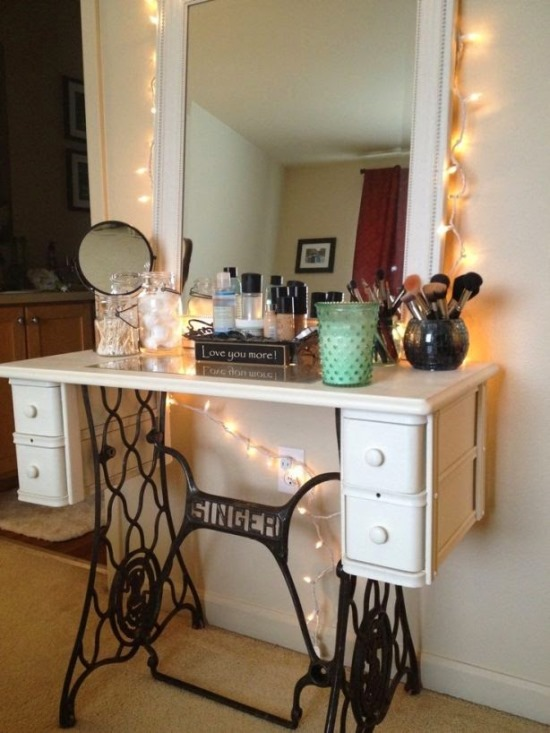 Gentil DIY Sewing Machine As Makeup Vanity Table. Makeup Vanity Ideas