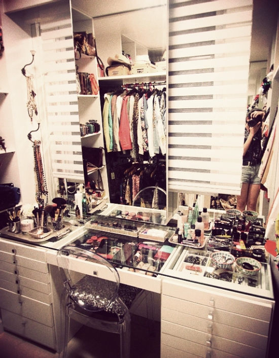 51 makeup vanity table ideas ultimate home ideas for Closet vanity ideas