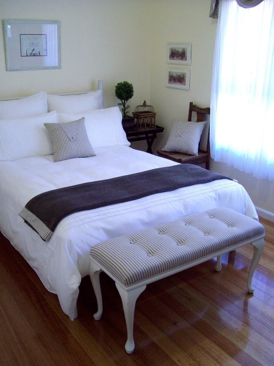 45 guest bedroom ideas small guest room decor ideas for Bedroom decorating tips small space