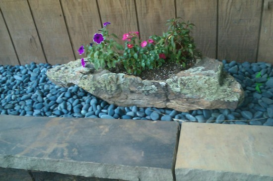 Decorative Stones For Flower Beds : Garden decorating ideas using rocks and stones