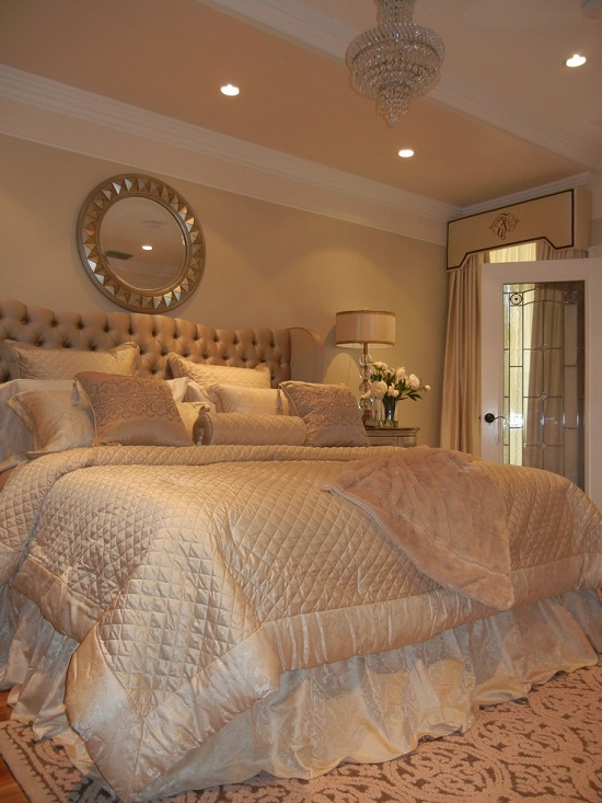 35 gorgeous bedroom designs with gold accents for Bedroom designs cream
