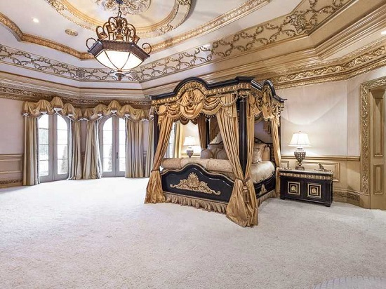 35 gorgeous bedroom designs with gold accents for Palatial home designs