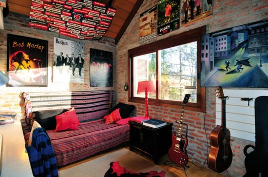 Teen bedroom decor ideas with album covers