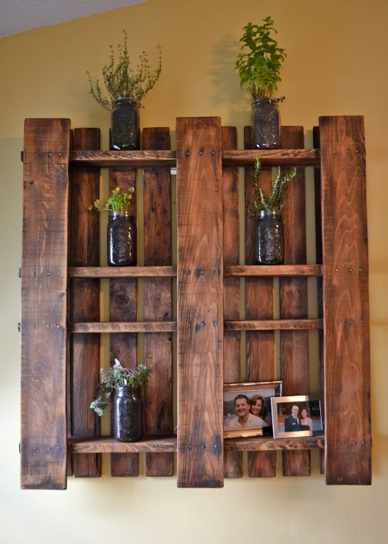 DIY Home Decorating Cool DIY Vintage Pallet Shelf