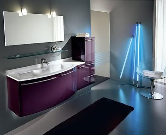 Superbe Modern Purple Accented Bathroom Decor With Fluorescent Lighting