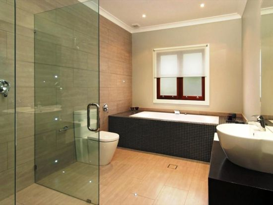 Simple Modern Bathroom Design With Wooden Floor And Rectangular Tub
