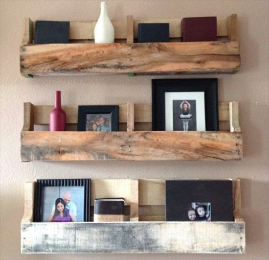 37 diy home decor ideas for a vintage look for Diy pallet home decor