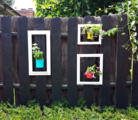 33 creative garden fencing ideas ultimate home ideas for Small colourful garden ideas