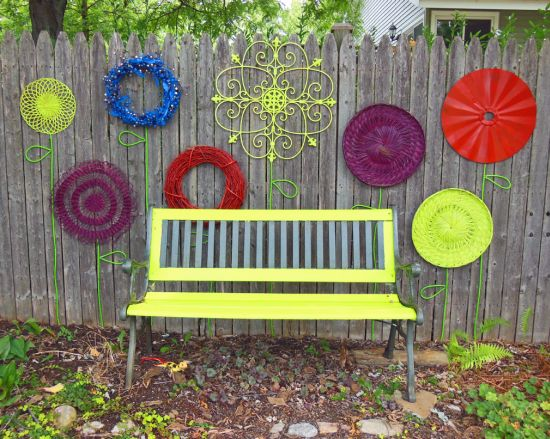33 creative garden fencing ideas ultimate home ideas for Garden ideas using recycled materials