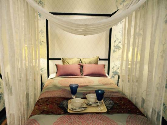 bed-with-canopy