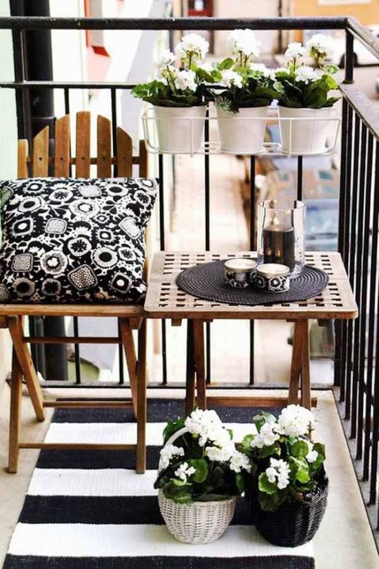 Amazing black and white balcony decoration idea