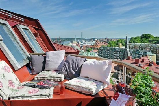 Roof Balcony Design Using Cushions And Pillows