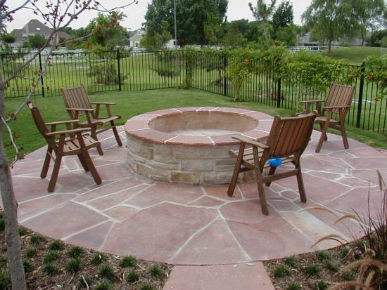 Beautiful Backyard Firepit Design
