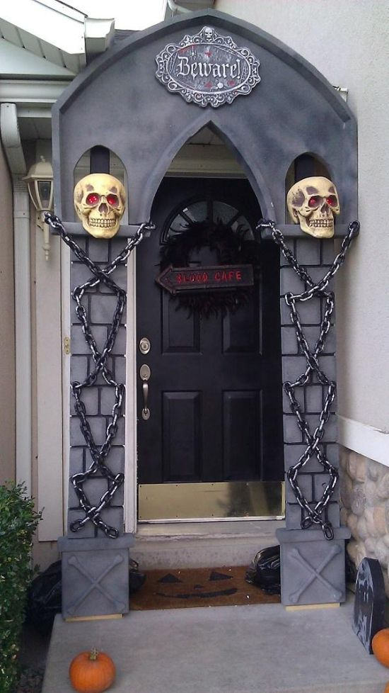 33 Spooky Amp Scary Halloween Decorations For 2016