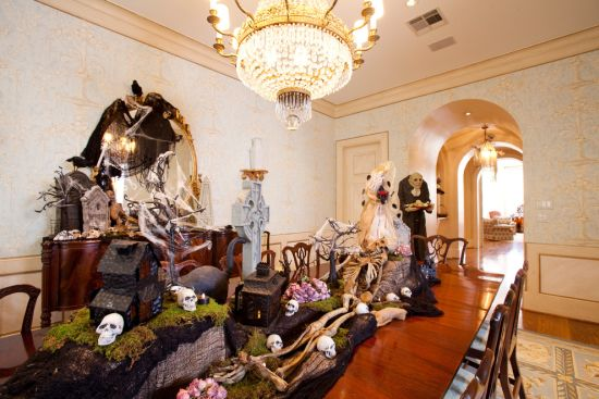 creepy halloween dining room decor using spooky props - Scary Halloween House Decorations