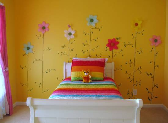 Simple Beautiful Kids Room With Floral Wall Art