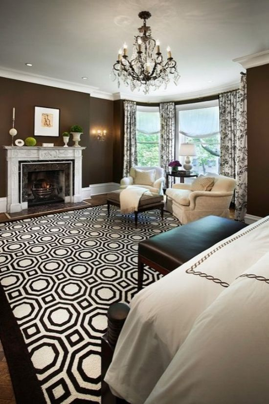 Gorgeous Black And White Geometric Rug For Your Living Room