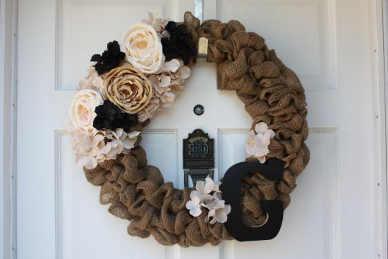 Creative DIY burlap wreath for New Year