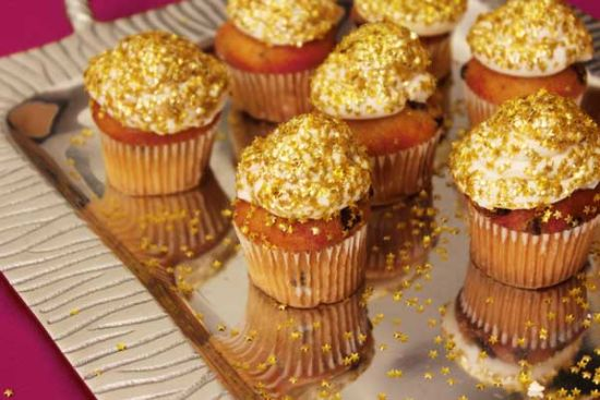 golden glittery cupcakes for new year