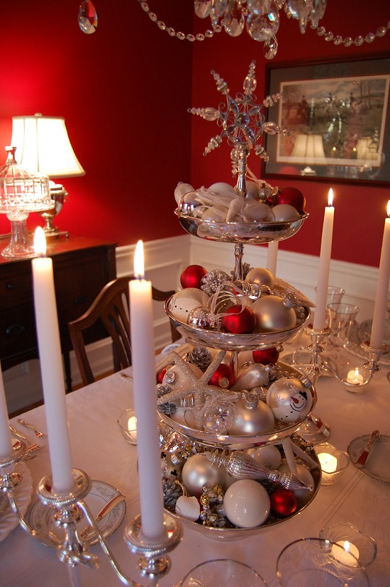 35 christmas centerpieces for holiday table ultimate for Table centerpieces for home