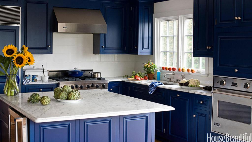 Dark blue cabinetsis understated but bold.