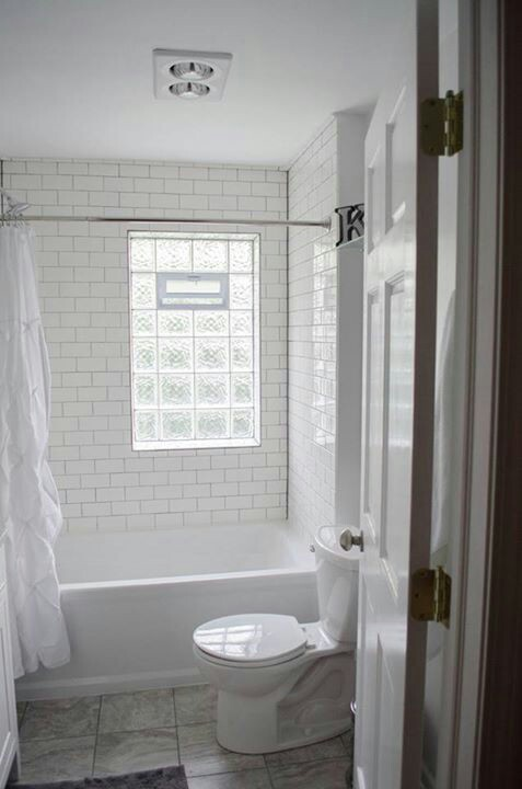 Creative window treatment ideas for your bathroom for Glass block window design ideas