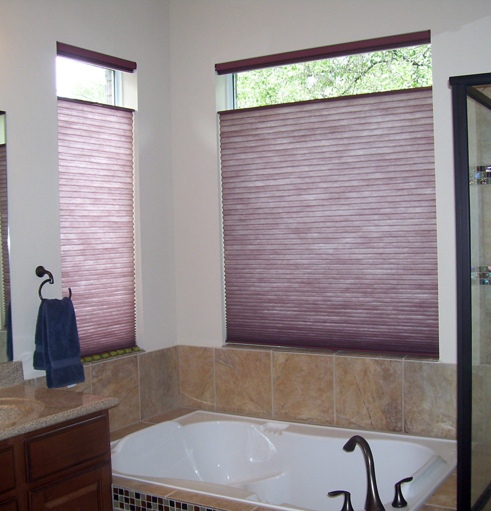 Creative window treatment ideas for your bathroom for Blinds bathroom window