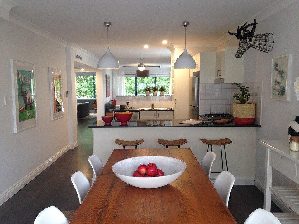 Pendant lightin in kitchen